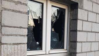 Eingeschlagenes Fenster im «Lenz».