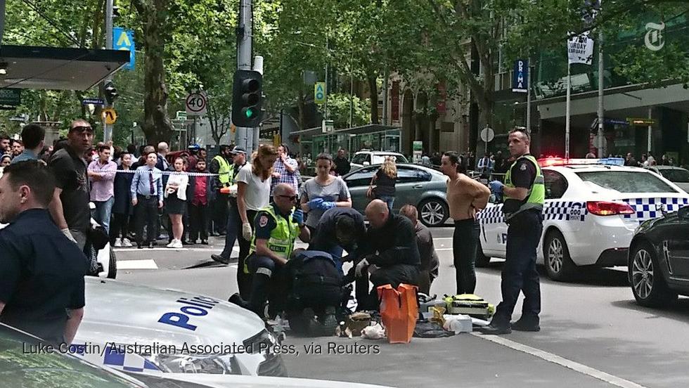 Melbourne: Auto rast in Menschenmenge