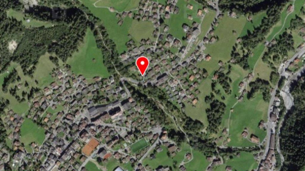 Bei einem Polizeieinsatz am Hörnliweg in Adelboden ist am Donnerstag ein Mann uns Leben gekommen.