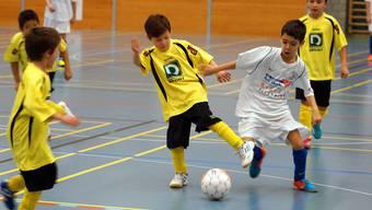 Vorwärts, marsch! Engstringens Fa-Junioren (weisses Dress) beim 5:0-Erfolg gegen Zürich-Affolternb. Ruedi Burkart