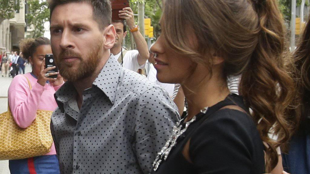 Lionel Messi, hier an der Seite seiner Partnerin Antonella Roccuzzo, kommt auch vor dem Obersten Gerichtshof nicht ungeschoren davon