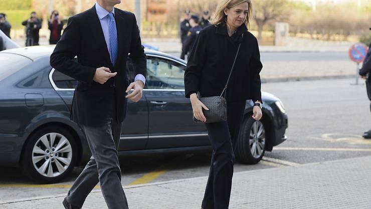 Die spanische Infantin Cristina und ihr Ehemann Iñaki Urdangarin auf dem Weg zum Gericht.
