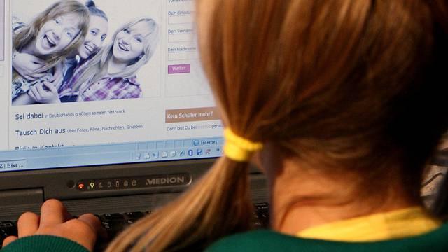 Flirten im Netz - Ringier versucht sich als Kuppler (Symbolbild)