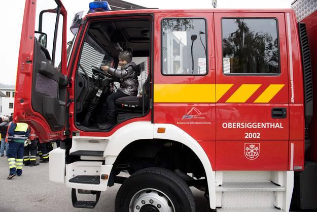Auch die Jüngsten dürfen einmal im Feuerwehrauto sitzen