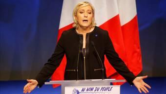 «Marine Présidente»: Marine Le Pen will als Staatspräsidentin Frankreichs «Souveränität zurückgewinnen», wie sie gestern am Parteitag in Lyon sagte.