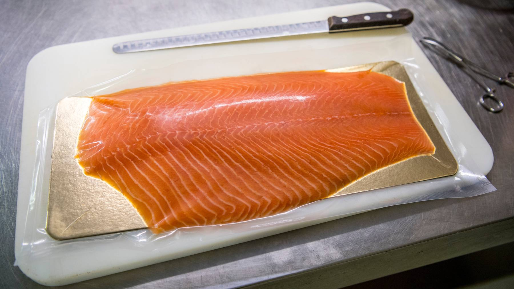 Immer beliebter und damit öfter importiert: Lachs – der in der Schweiz vorab aus Norwegen stammt. (Symbolbild)