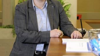 Marianne Wildi ist 44-jährig, ledig, wohnt in Meisterschwanden und arbeitet seit 25 Jahren bei der Hypi Lenzburg. Wildi ist eidgenössisch diplomierte Betriebsökonomin FH und Bankkauffrau. Sie liess sich an der Swiss Banking School und der Universität St. Gallen im Wirtschaftsbereich weiterbilden. «Lesen und Blasmusik», sagt Marianne Wildi zu ihren Hobbys.