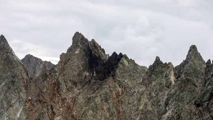 Die Suche nach der Ursache des F/A-18-Absturzes geht weiter. Im Bild die Unfallstelle auf dem Sustenpass.