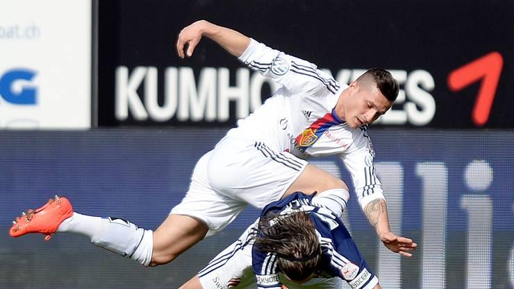 Stolperer wie hier Taulant Xhaka darf sich der FC Basel im April keine erlauben. TRUEMPY/Keystone