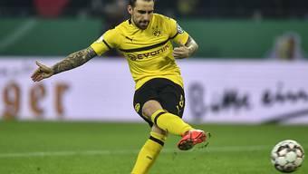 Paco Alcacer schoss Borussia Dortmund mit zwei späten Toren gegen Wolfsburg wieder zurück an die Tabellenspitze