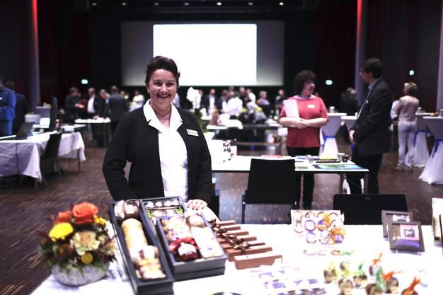 An der dritten Tischmesse im Campussaal präsentieren sich die Unternehmer der Region.