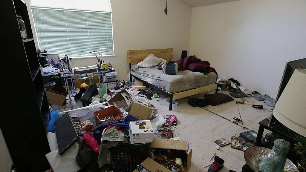 Dreck und Unordnung im ganzen Haus: Die Polizei im nordkalifornischen Fairfield befreite zehn Kinder aus ihrer Verwahrlosung und nahm die Eltern fest.