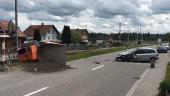 In Niederbipp kollidierte ein Personenwagen seitlich-frontal mit einem Baustellenfahrzeug. Eine Person stirbt.