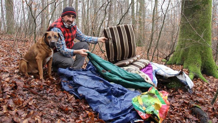 Marco Agostini mit Hund Coco: «Hier hat wohl jemand übernachtet.»