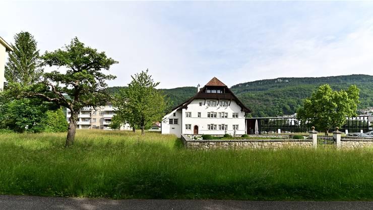 Zwischen den zwei Bäumen (links) soll der Emmentaler Spycher Platz finden. Bruno Kissling