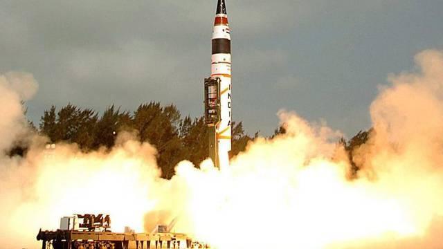 Eine Agni-Rakete hebt ab (Symbolbild)