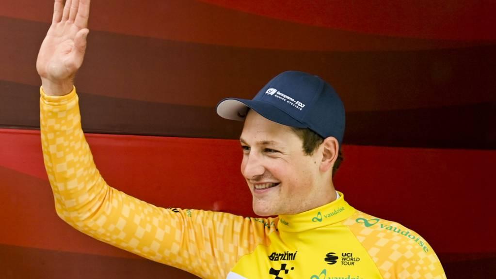 Stefan Küng hatte gut lachen: Er gewinnt das Auftaktzeitfahren und trägt am Montag das gelbe Leadertrikot.