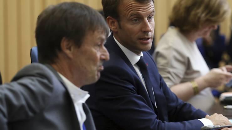 Frankreichs Präsident Emmanuel Macron verliert einen seiner beliebtesten Minister: Umweltminister Nicolas Hulot (lins) tritt zurück.