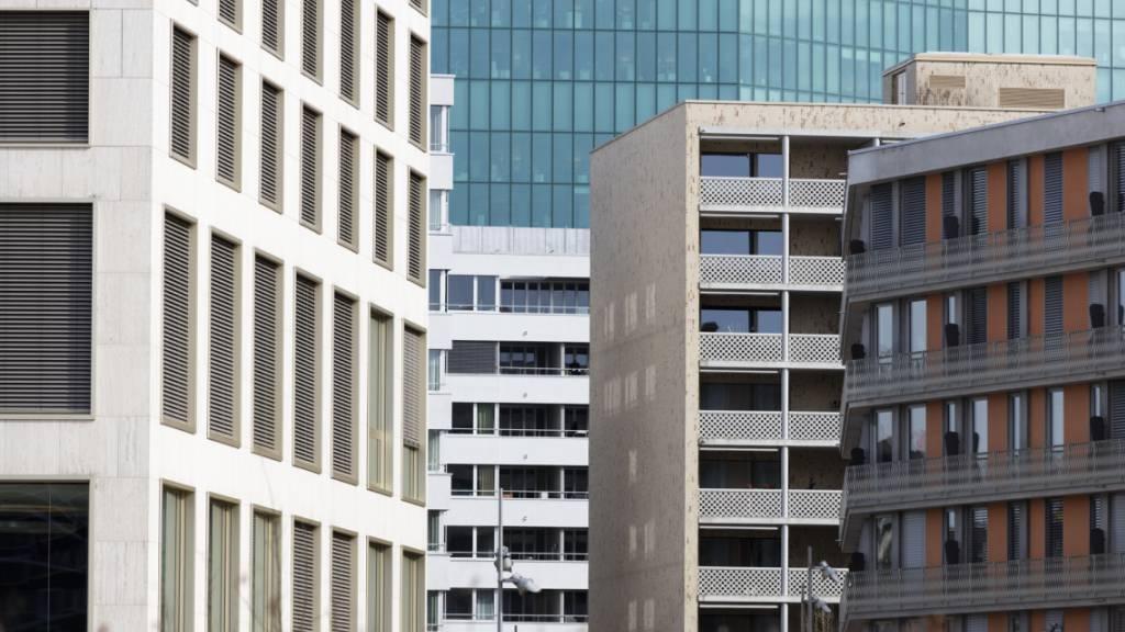 Der Referenzzinssatz für Wohnungsmieten bleibt unverändert auf dem Stand von 1,25 Prozent. Mieterinnen und Mieter können somit beim Vermieter keinen Anspruch auf eine Mietzinssenkung geltend machen.(Symbolbild)