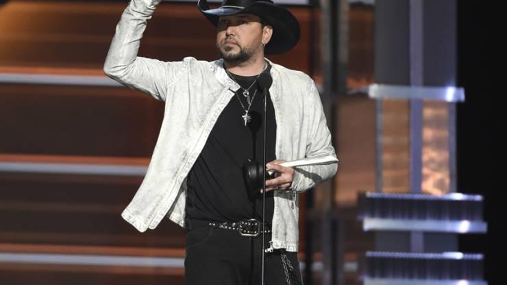 """Jason Aldean hat am 15. April 2018 in Las Vegas bei der Verleihung der Country Music Awards den Spitzenpreis """"Entertainer des Jahres"""" gewonnen. (Archiv)"""