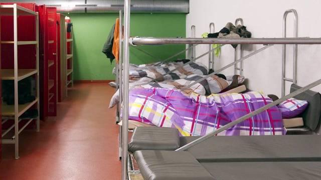 In den Betten schliefen Menschen, die nicht der Asylunterkunft zugeteilt waren (Symbolbild einer Asylunterkunft)
