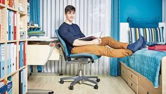 Gregory Ebeling befasste sich monatelang mit der Männlichkeit in Werbungen von Zeitschriften. Nun will der 20-Jährige seine Arbeit als Buch veröffentlichen. Bild: Colin Frei