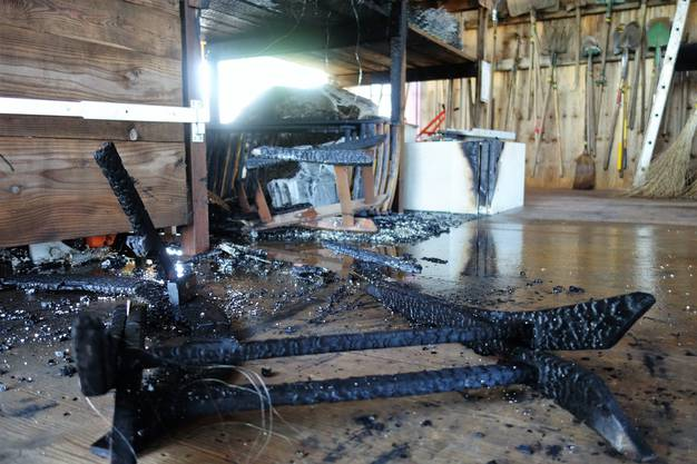 Betroffen vom Brand in Merenschwand waren die Kistenfabrik und der Heggli Gartenbau. Im Bild: Der Schadenbereich im Heggli.