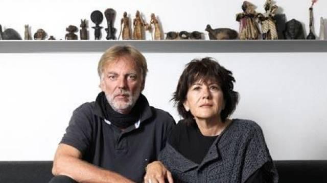 Das Ehepaar Greiner zuhause in ihrem Wohnzimmer. Foto: Siggi Bucher