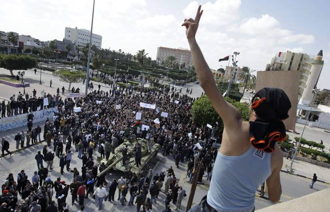 Bürger von Sawija feiern die Machtübernahme in ihrer Stadt und die Ankunft westlicher Journalisten.