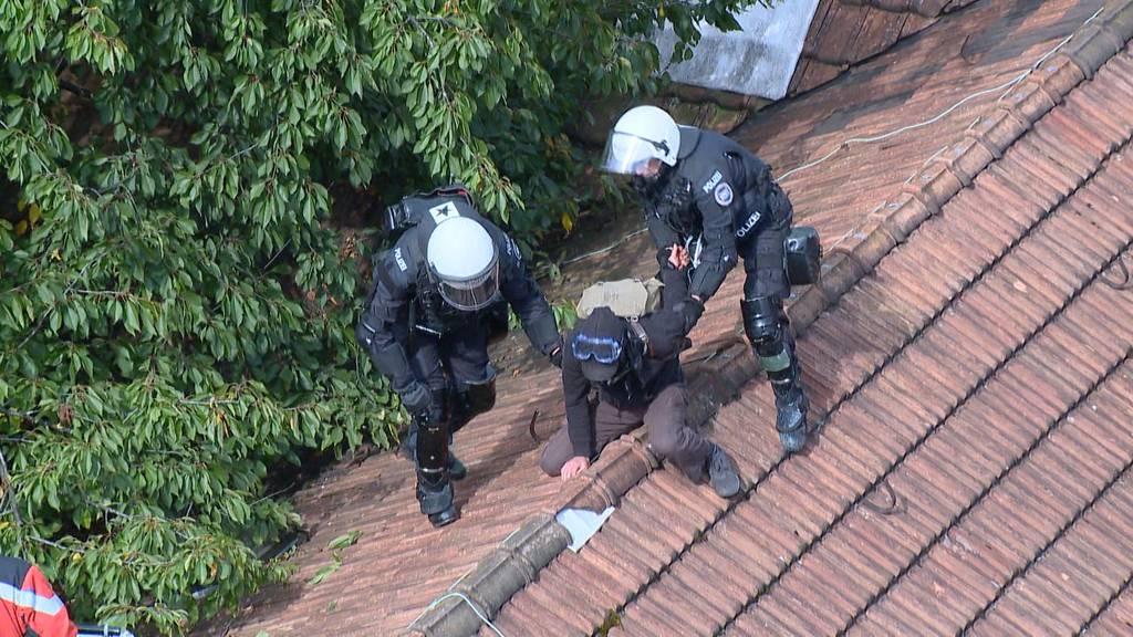 Räumung nach 3 Tagen: Kantonsrat will bei Hausbesetzern durchgreifen
