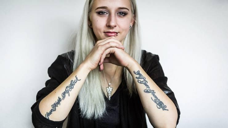 Manuela Keusch aus Hilfikon trägt viele Tattoos