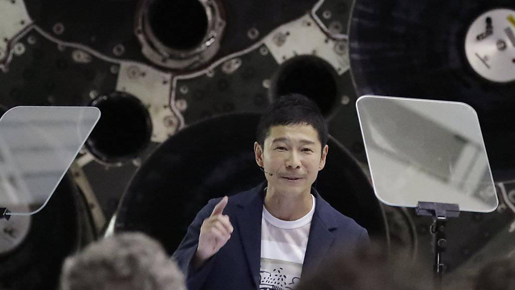 Der japanische Milliardär  Yusaku Maezawa soll als erster Weltraumtourist an Bord einer SpaceX um den Mond fliegen. (Foto: Chris Carlson/AP)