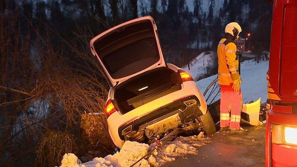 Hirzel (ZH): Unfall mit drei Autos fordert zwei Verletzte