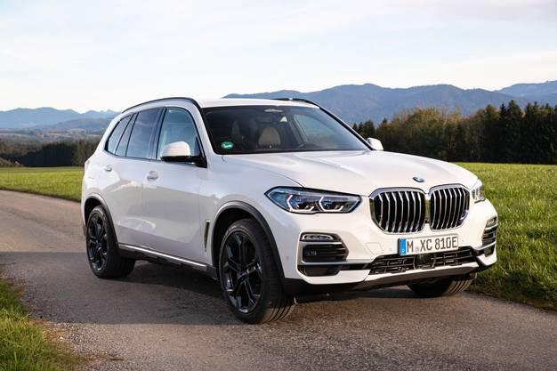 Die PHEV-Version des BMW X5 schafft laut Normangabe bis zu 87 Kilometer rein elektrisch.