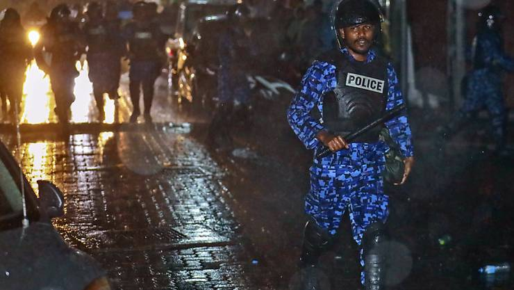 Ausnahmezustand im Urlaubsparadies Malediven: Es herrscht angesichts von Festnahmen höchste Anspannung in dem Land.