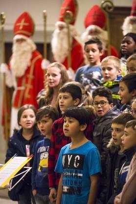 Kinder vom Eichholzschulhaus singen Lieder