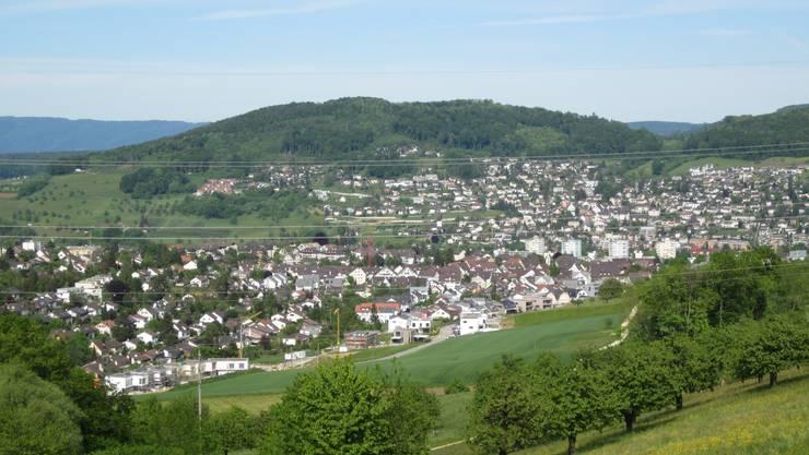 Ein Blick auf Frenkendorf, dies ist der Ort, wo der wieder gewählte Rolf Schweizer unser Gemeindepräsident ist. Und so kann man auch einen Blick auf Füllinsdorf richten. Zwei Gemeinden, die sich um eine starke Zusammenarbeit bemühen.