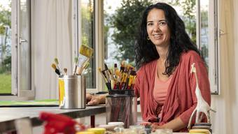 Im Atelier von Bettina Eberle wird gemalt, modelliert und collagiert.