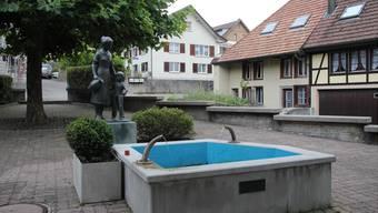 Idylle auf dem Dorfplatz der Oberwynentaler Gemeinde Burg.
