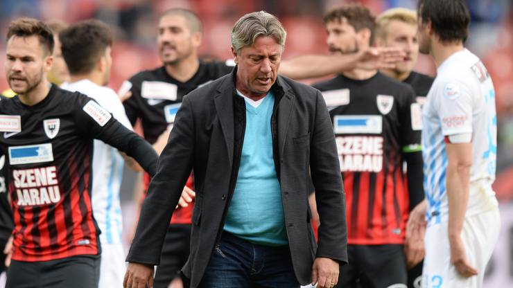 Trotz Niederlagen: Der FCA hält an Marco Schällibaum fest.