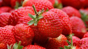 Verdorbene Erdbeeren waren offenbar der Grund für die rätselhafte Erkrankung der Schüler (Symbolbild)