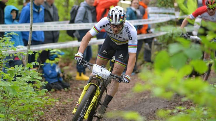 Sieger Nino Schurter, hinten noch knapp zu erkennen Mathias Flückiger.