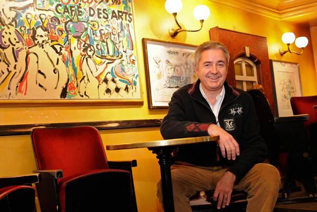 «All Bar One»-Chef Peter Oppliger verlängert den Vertrag nicht. Schon vor 1,5 Jahren hat er das «Des Arts» an die Rhyschänzli- Gruppe verkauft. Übernimmt jetzt dieselbige die Bar in der Steinenvorstadt?
