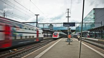 Bahnhof Aarau: Der Bund will die Direktlinie nach Bern zurückstellen – die Aargauer Regierung wehrt sich dagegen.