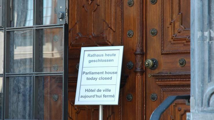 Rathaus geschlossen: Wegen des Corona-Virus pausieren Zürcher Kantons- und Gemeinderat.