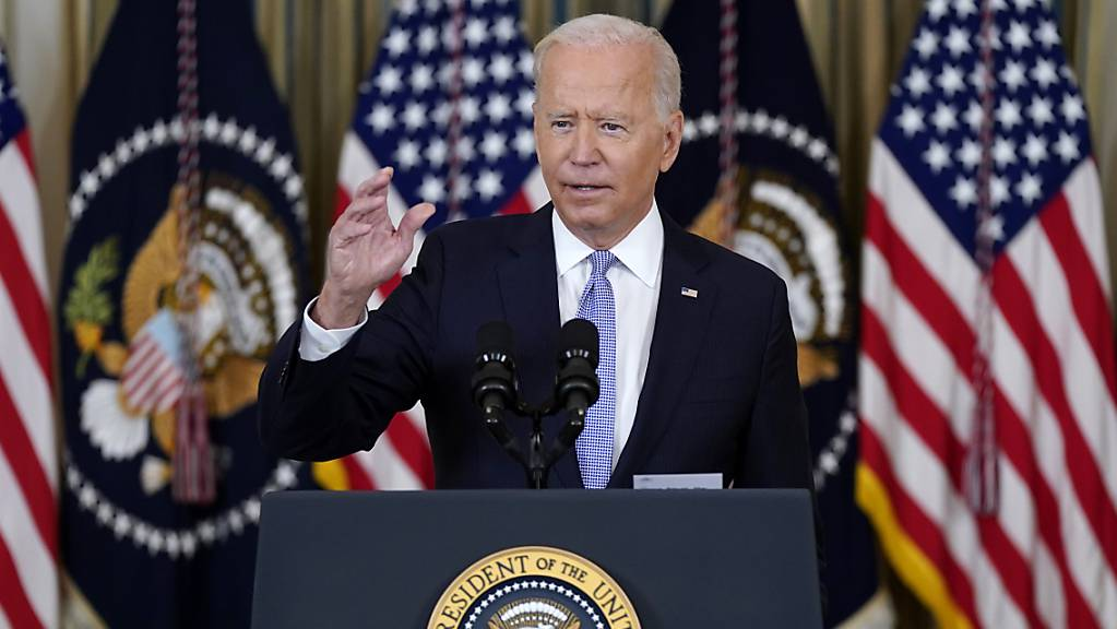 Joe Biden, Präsident der USA, spricht im State Dining Room des Weißen Hauses in Washington über die Corona-Lage und Impfungen. Foto: Patrick Semansky/AP/dpa