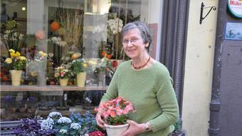 Verena Weber vor ihrem Laden.