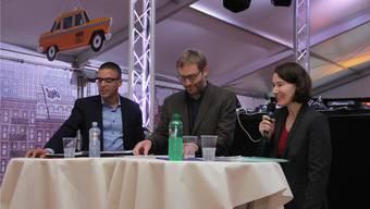 Diskussion um ein heisses Eisen (v. l.): FDP-Gemeinderat Charlie Schmid, Moderator Sven Witmer sowie SP-Gemeinderätin Anna Rüefli.