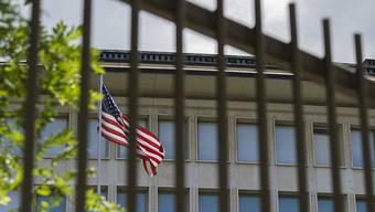 Nach Gesprächen mit der US-Botschaft in Bern wurde der Einreisestopp für Doppelbürger bestimmter muslimischer Länder etwas gelockert.