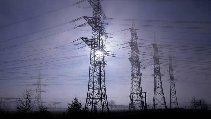 Die ersten Meldungen zum Strompreis sind da.